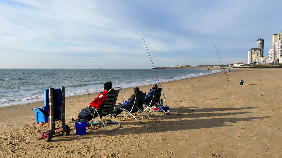 Zonnig hoge sluierbewolking vissers