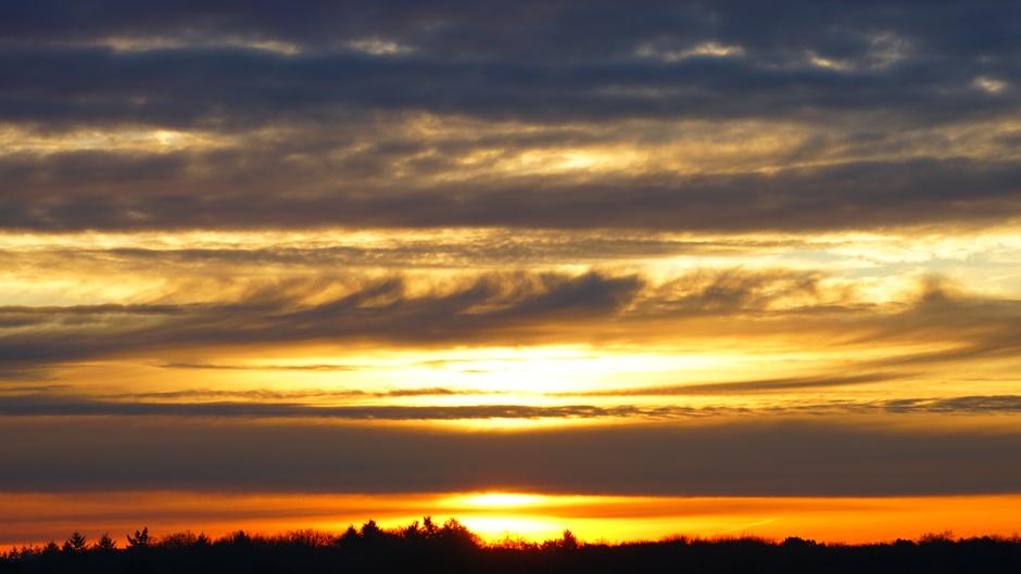 Bewolkte zonsopkomst