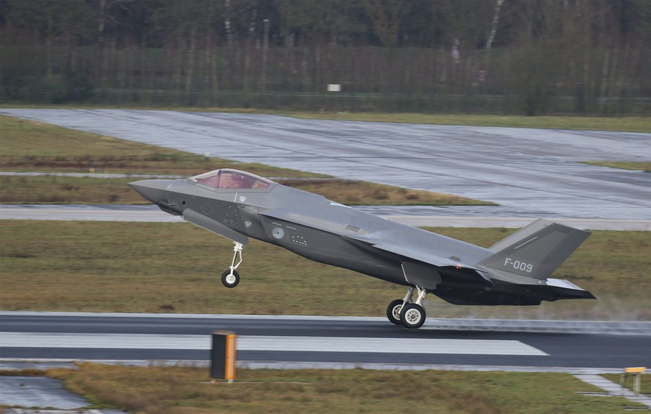 20200110 Een F-35 van de Koninklijke Luchtmacht heeft een bezoek gebracht aan vlb Eindhoven. Dit was de eerste keer dat een F-35 bij daglicht een touch-and-go heeft gemaakt op vlb Eindhoven.