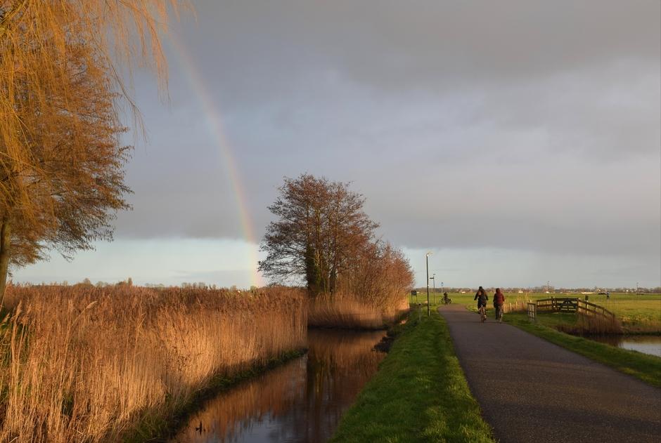 Rond half 5, kippenkermis, zon, regen en dus een regenboog