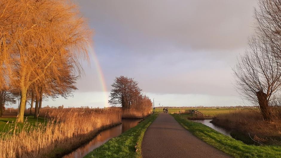 Kippenkermis :-) zon, wolken, regen dus regenboog 16.30