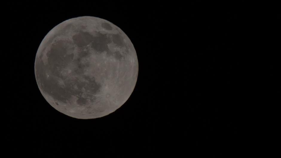 Volle maan rond 18.00 uur de show gaan beginnen!-