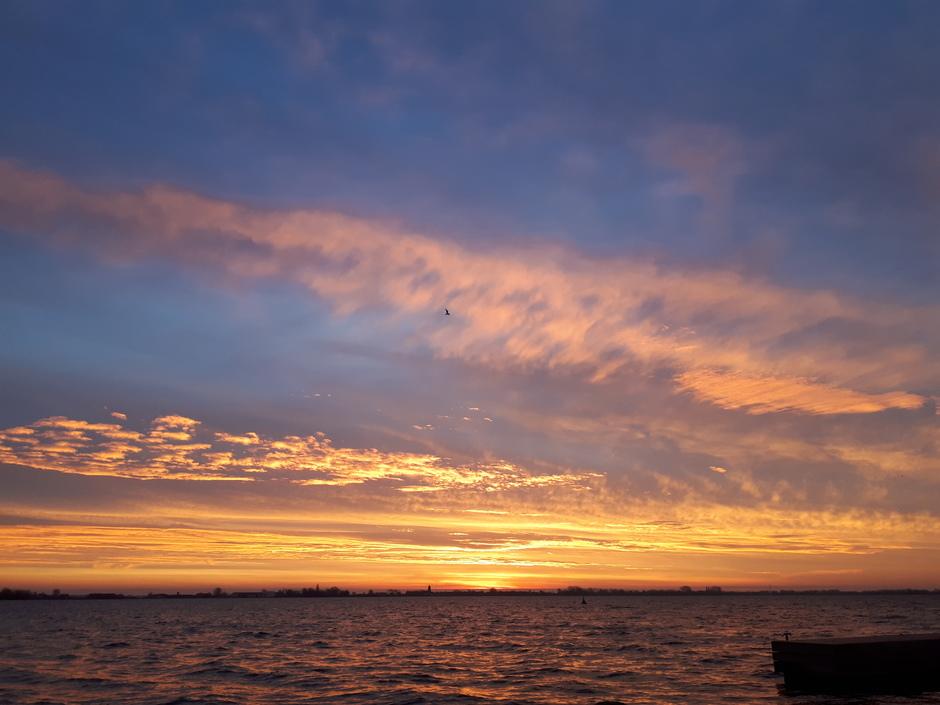 Verschillende wolken soorten bij zonsopkomst.