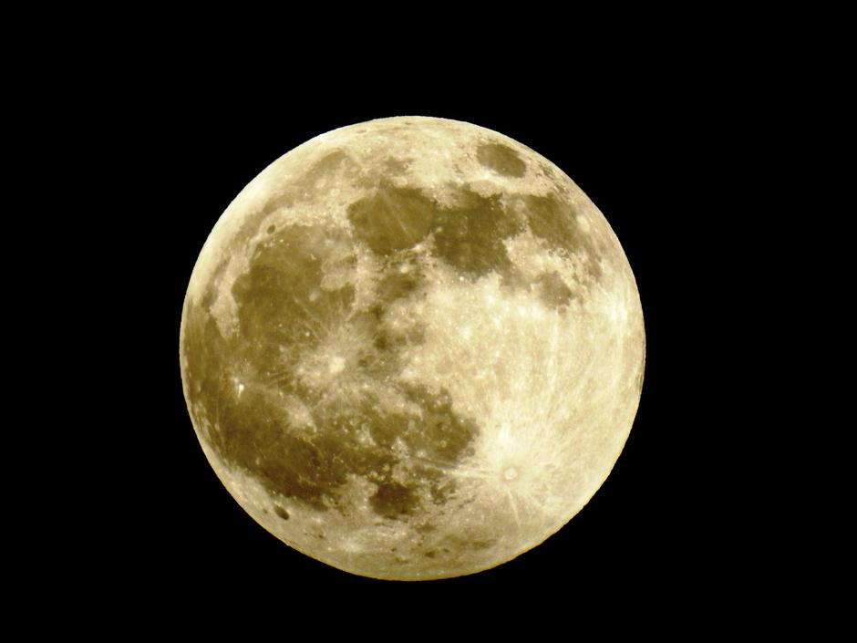 volle maan vóór de verduistering