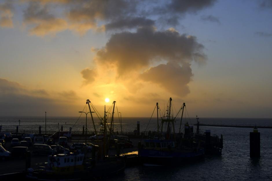 De zon boven water