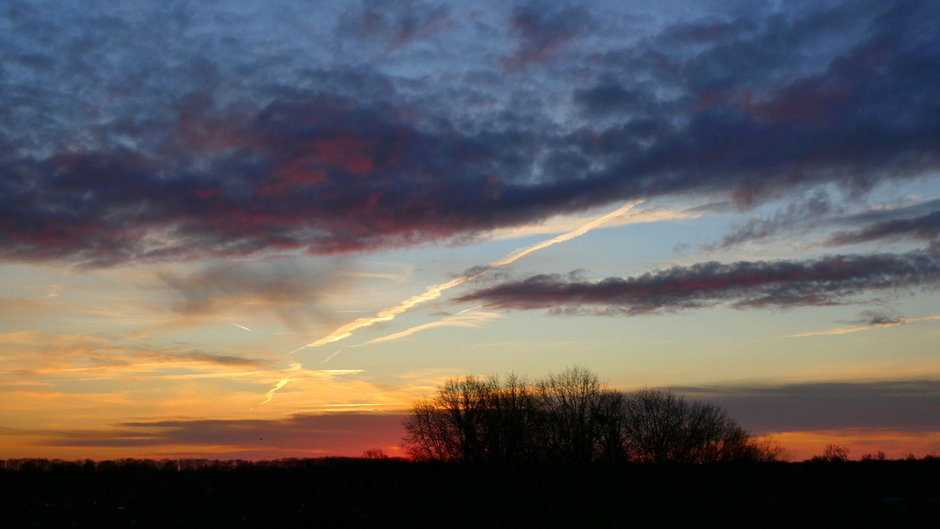de lucht bij zonsopkomst, het was nog steeds onstuimig