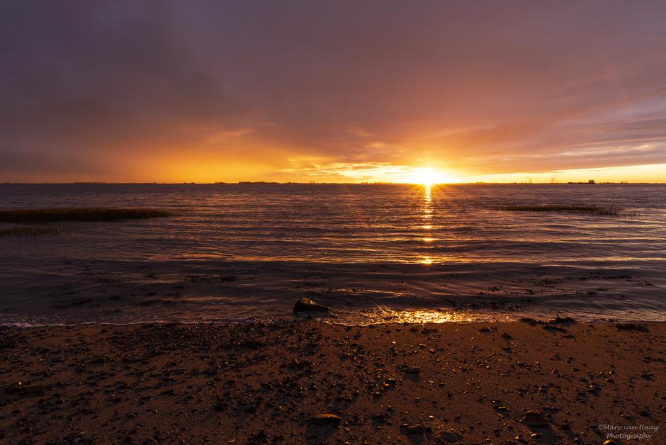 Prachtig mooie zonsondergang langs de Westerschelde.