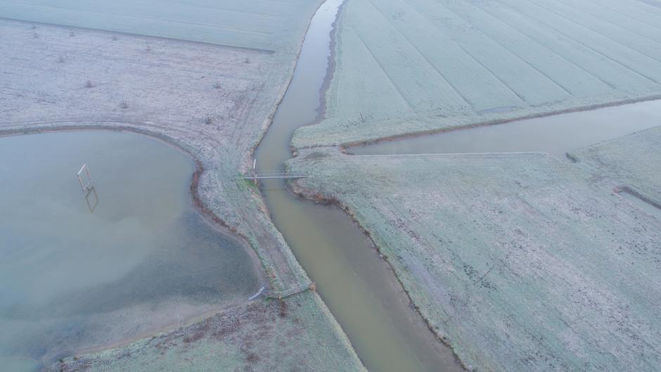 Bevroren weilanden vanuit een drone