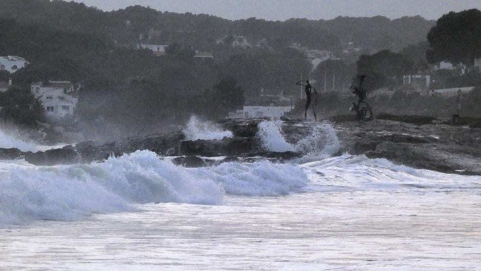 Hoge golven bij Moraira
