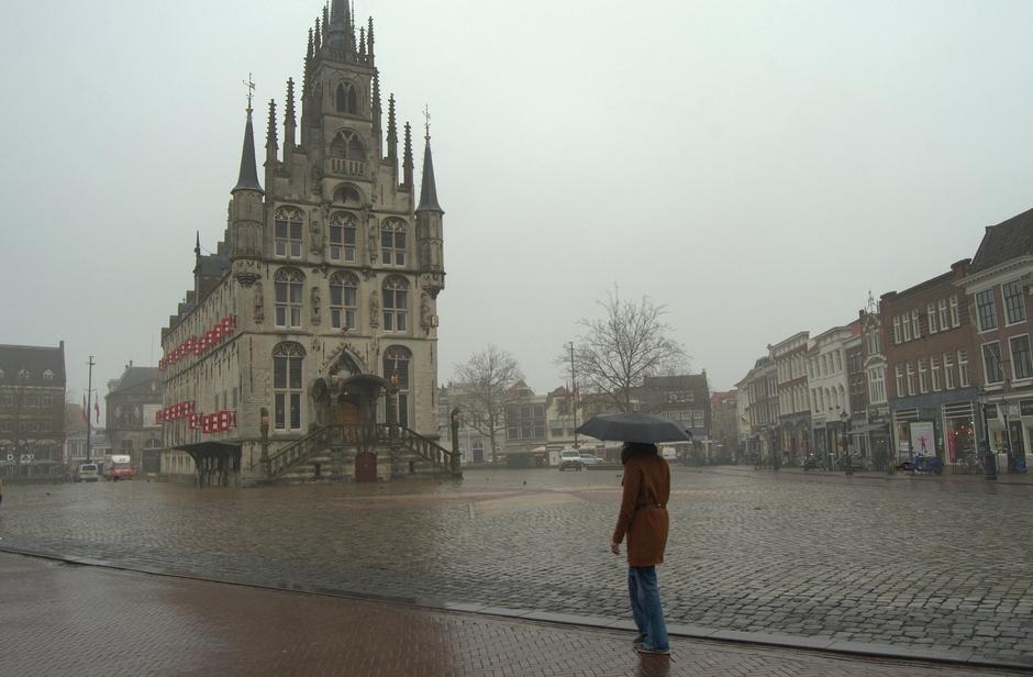 Mist heeft plaats gemaakt voor miezerige regen in Gouda!