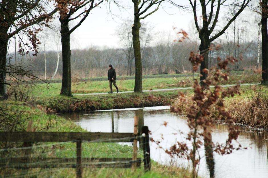 De muts moet op, het regent in Brabant.