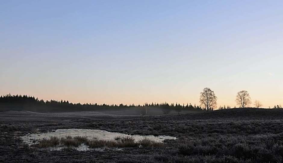 Renderklippen vlak voor zonsopkomst