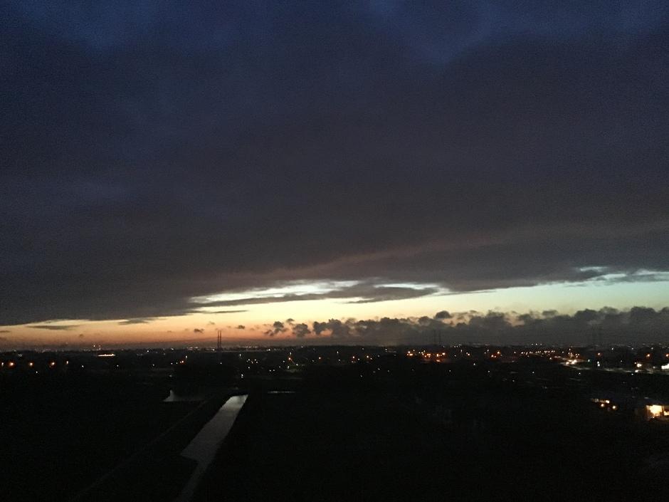 De avond valt Delft 18.20