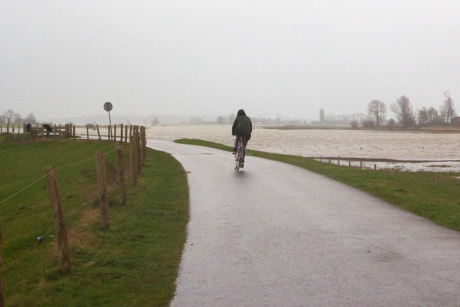 fietser tijdens storm Ciara