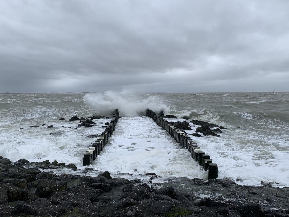 Ruw water door de storm