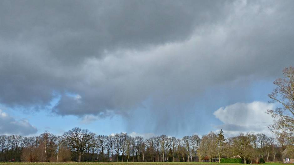 Zon, wolken en valstrepen