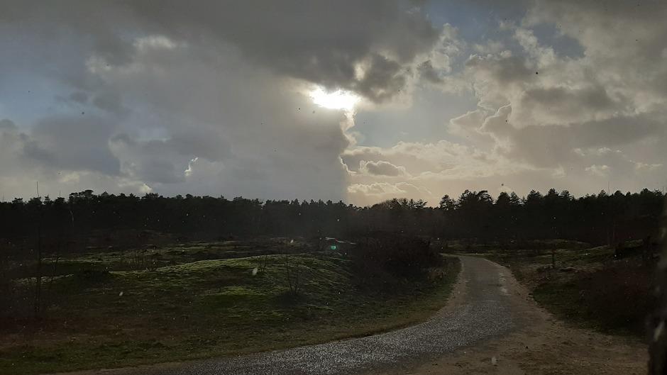 Beekhuizerzand tijdens de hagelbui boven Harderwijk