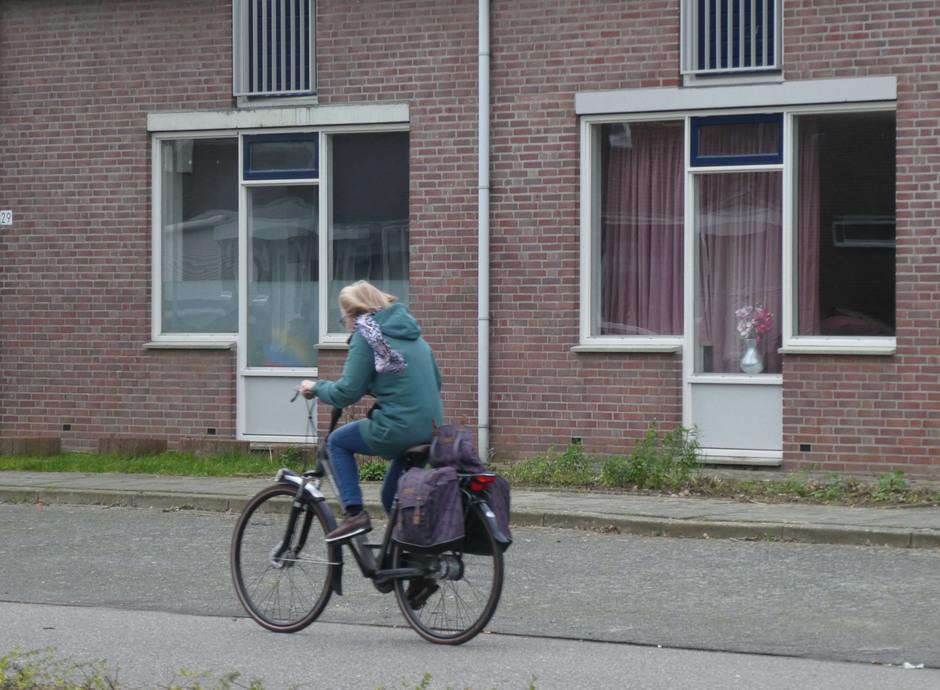 Harde wind tegen op fiets.