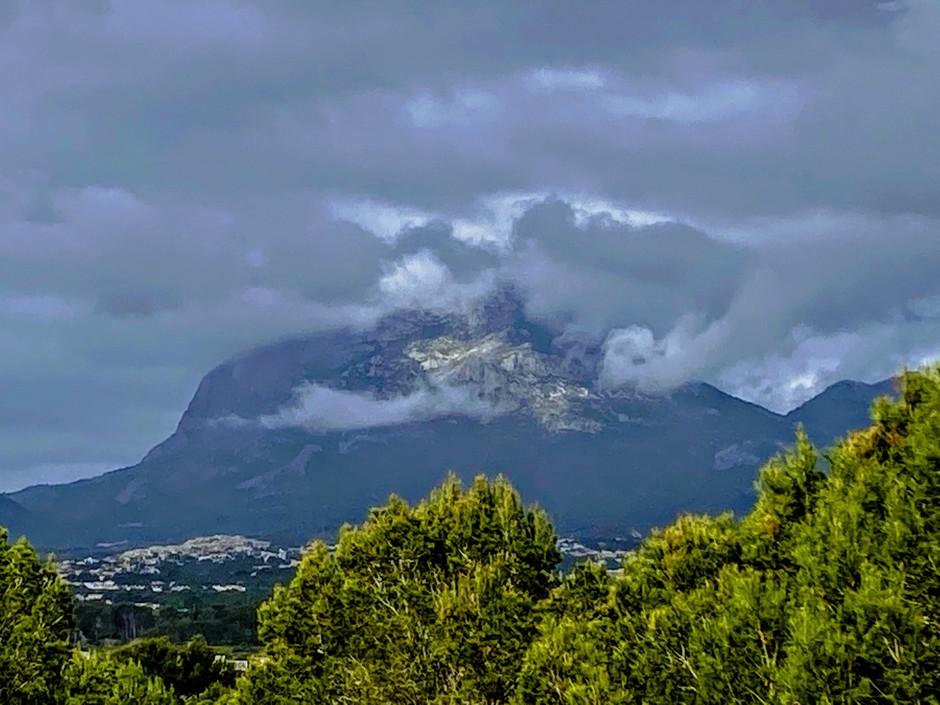 Zware bergbewolking in L´Albir, Costa Blanca