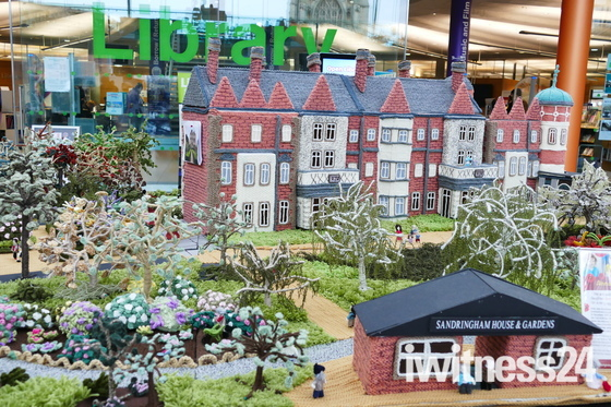 NORWICH MAKERS FESTIVAL AT THE FORUM, KNITTED SANDRINGHAM HOUSE