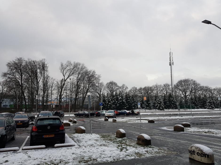 20200226 laf sneeuwlaagje in Eindhoven, dat al weer aan het smelten is