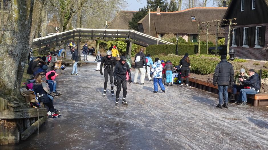Vandaag precies twee jaar geleden konden we schaatsen in Giethoorn
