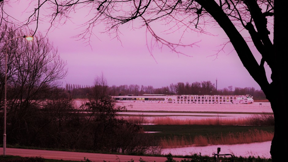 Gorinchem roze-paarse gloed in de avond