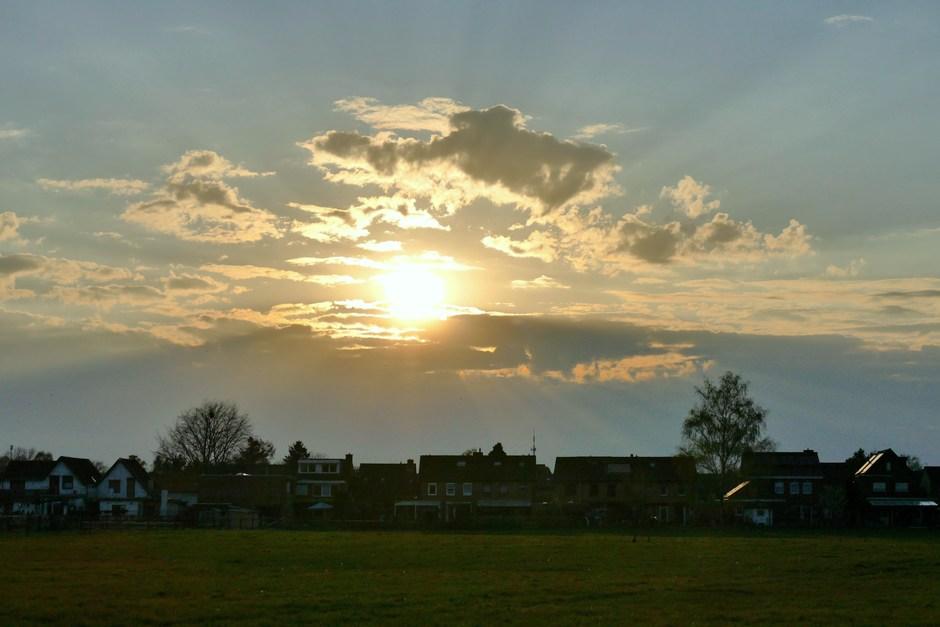 Bewolking bij de zonsondergang in Schinveld