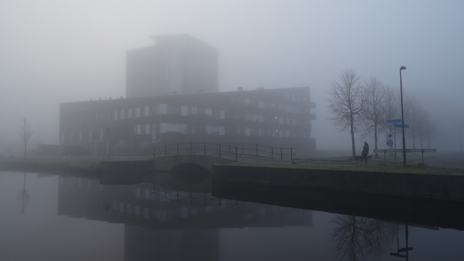 Dichte mist vanochtend in Heerenveen