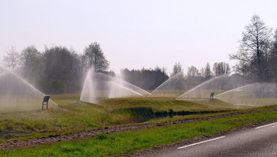 Sproeien op Golfbaan de Kieviten Wassenaar.