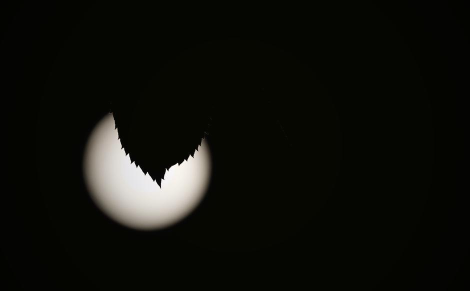 Rond Middernacht de nog volle Maan