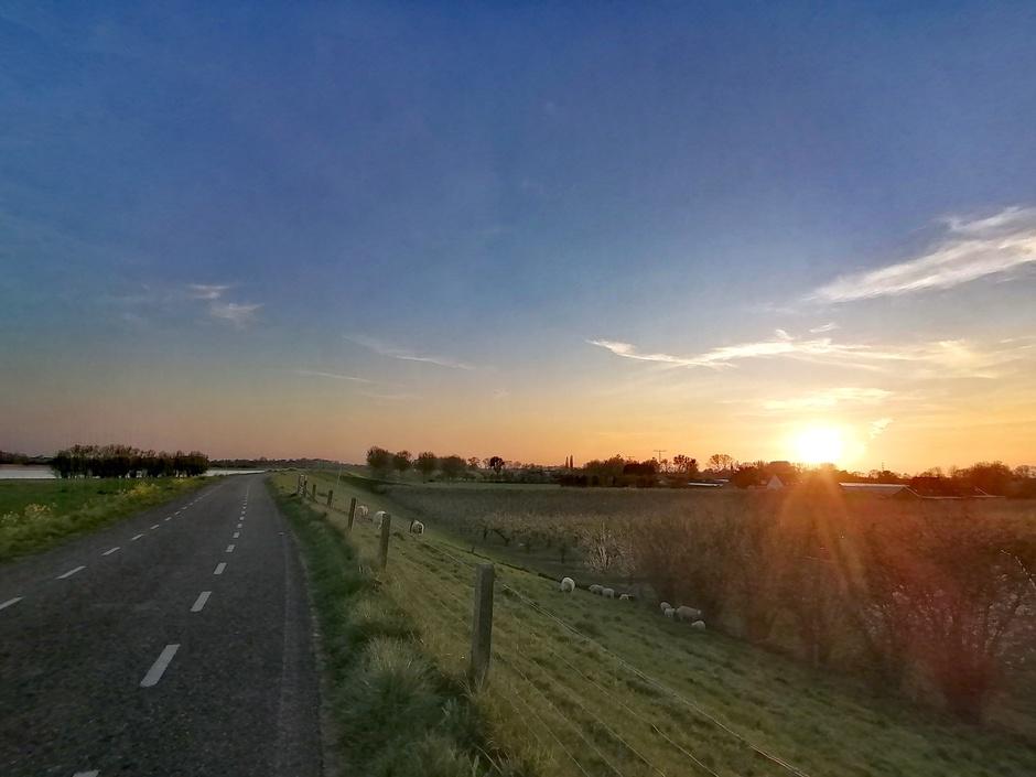 Zonsondergang bij Heesselt (gld)