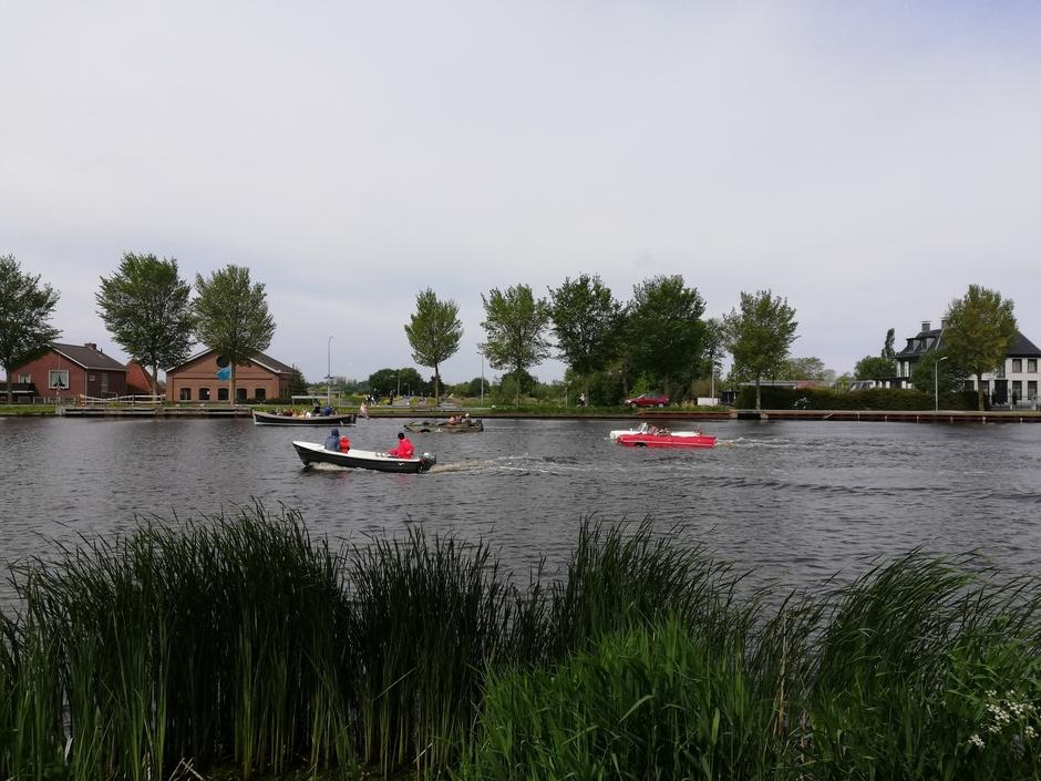 Amfibievoertuigen in de Amstel