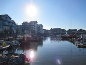 A reflection of the evening-sun at the Exmouth Marina