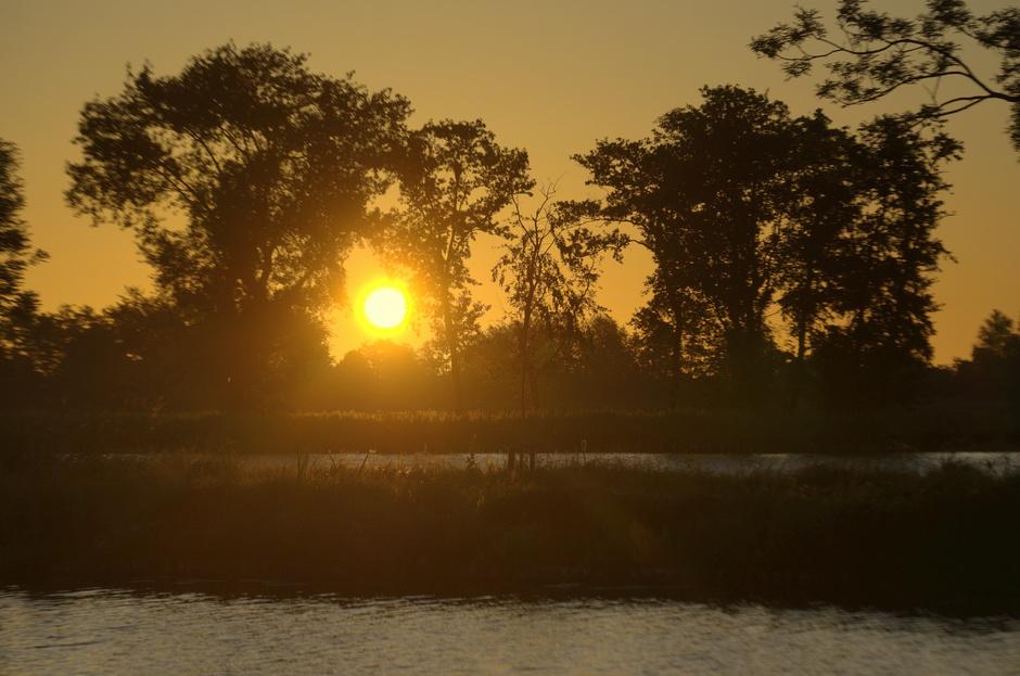 Een felle onbewolkte Zonsopkomst op Donderdag 28 Mei!