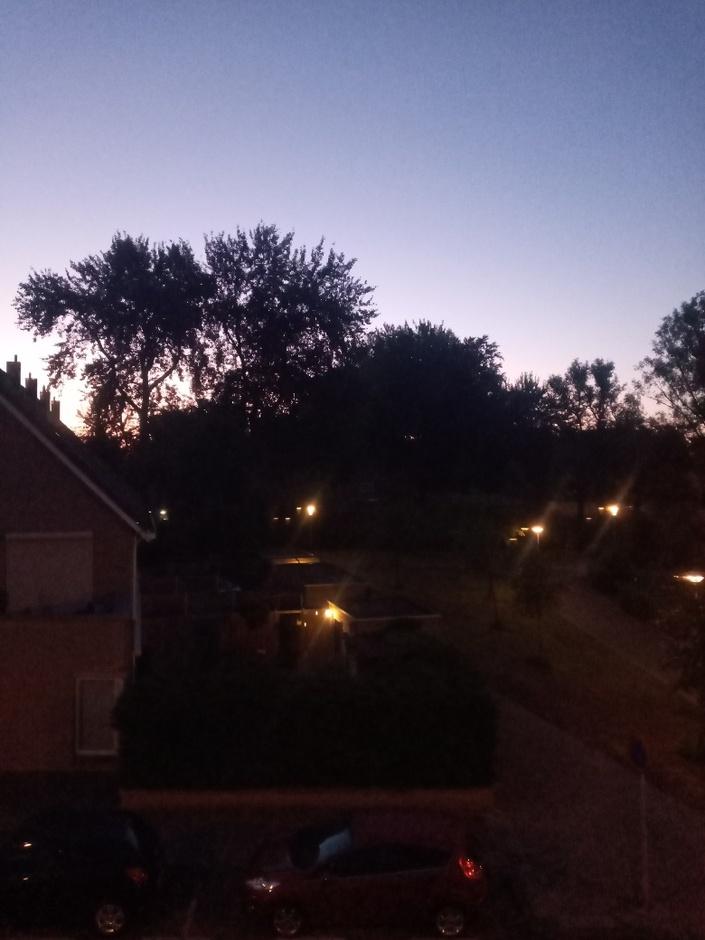 Blauwe-hemel. Een minuut of 40 voor zonsopgang.