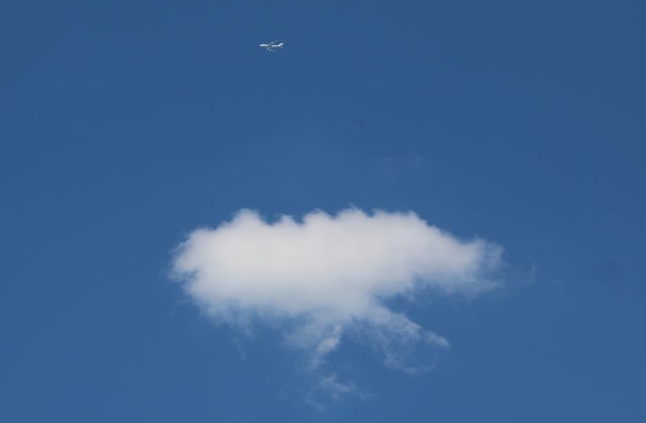 Wolkje en vliegtuig.