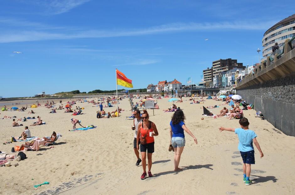 Zonnige dag aan het strand