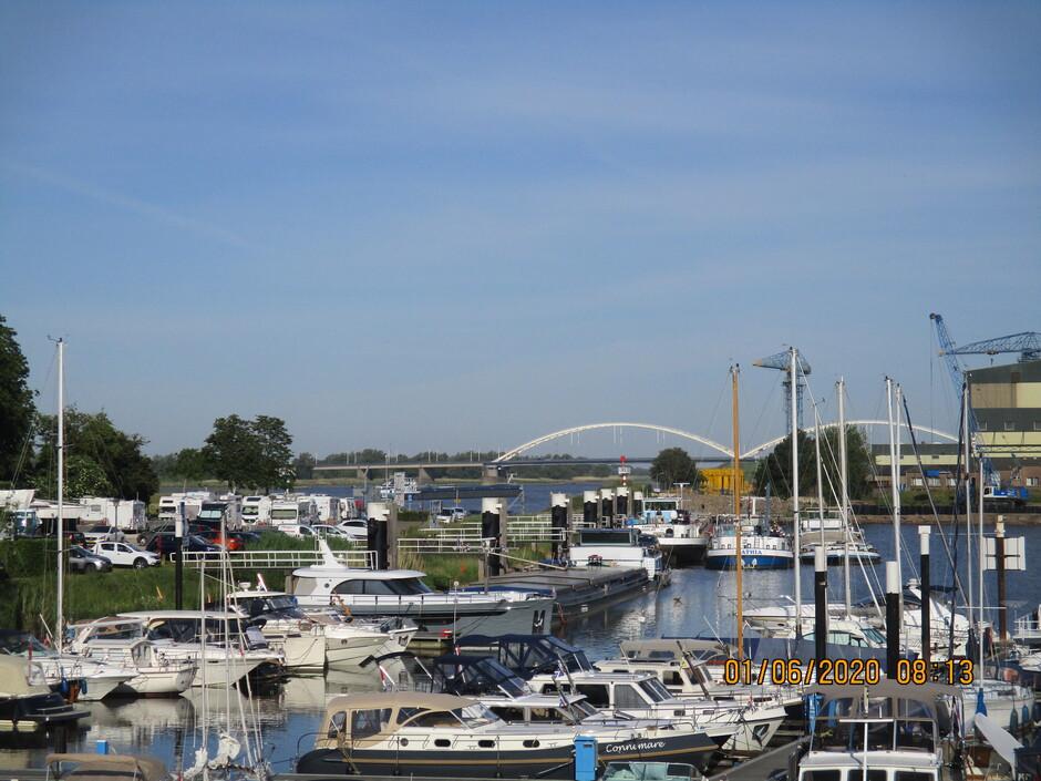 Uitzicht Merwede scheepvaart-Kamperplek-Jachthaven-Merwedebrug-Merwede