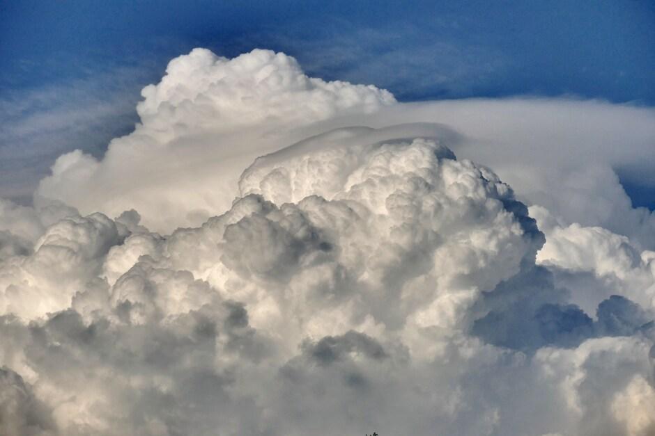 Stapelwolken met Pileuskap