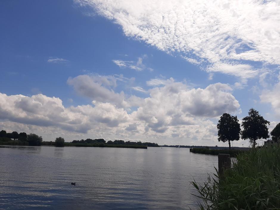 Blauwe lucht, maar ook wat grijze wolken