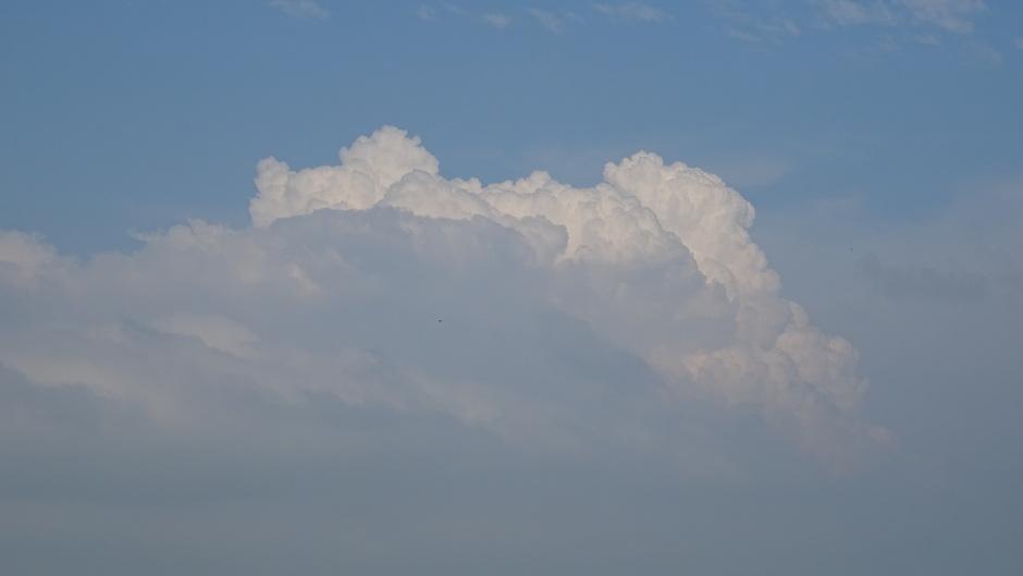 Bloemkoolwolken richting het oosten