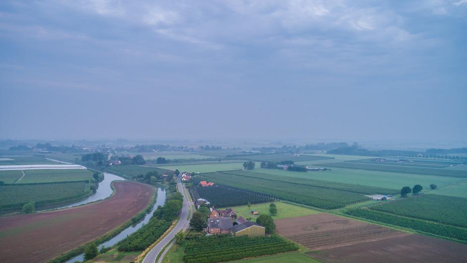 Nevelig en bewolkt om 5.25 uur in het Rivierengebied