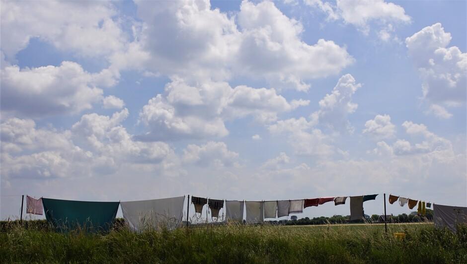 zonnig opbollende stapelwolken broeierig weer 23 gr