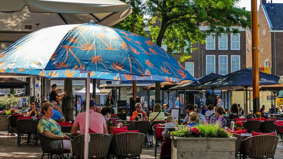 Zonovergoten warm parasolweer