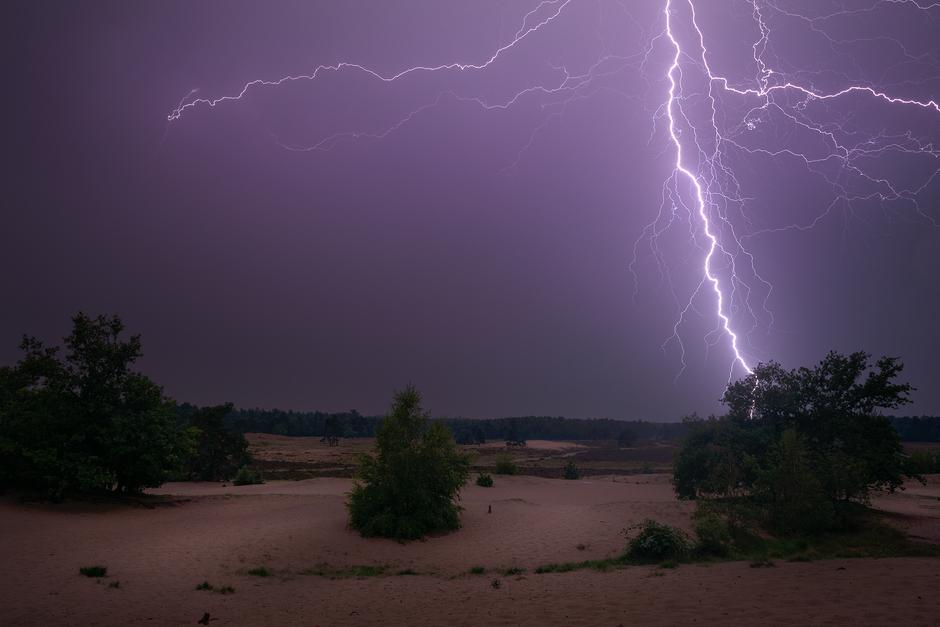 Onweer boven de Loonse en Drunense Duinen