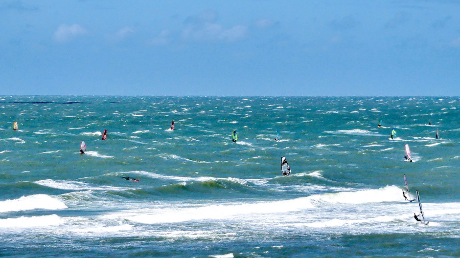 ZON WIND SURFERS OP SCHUIMKOPPEN