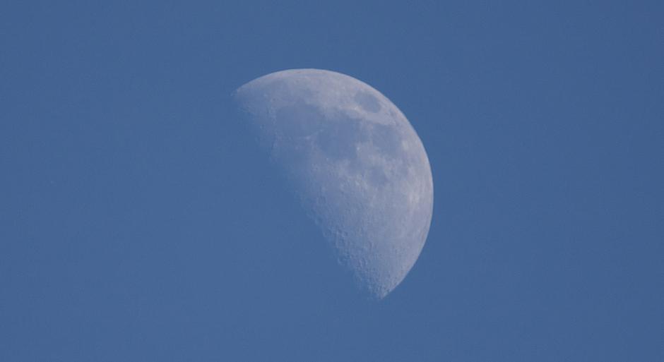 Halve maan om 19:00 uur