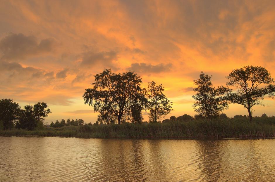 Fraaie kleurtinten bij een opkomende Zon op Maandag 29 Juni.