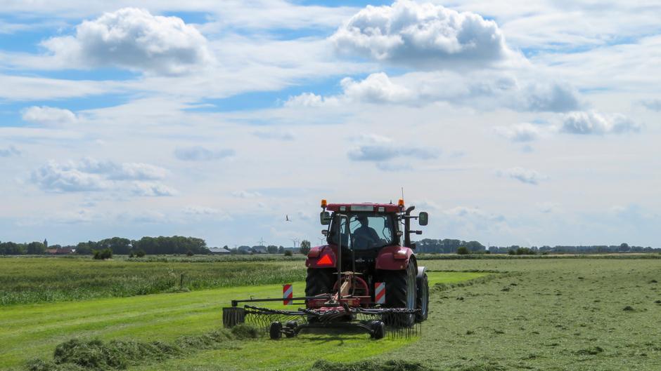 Boer op het land